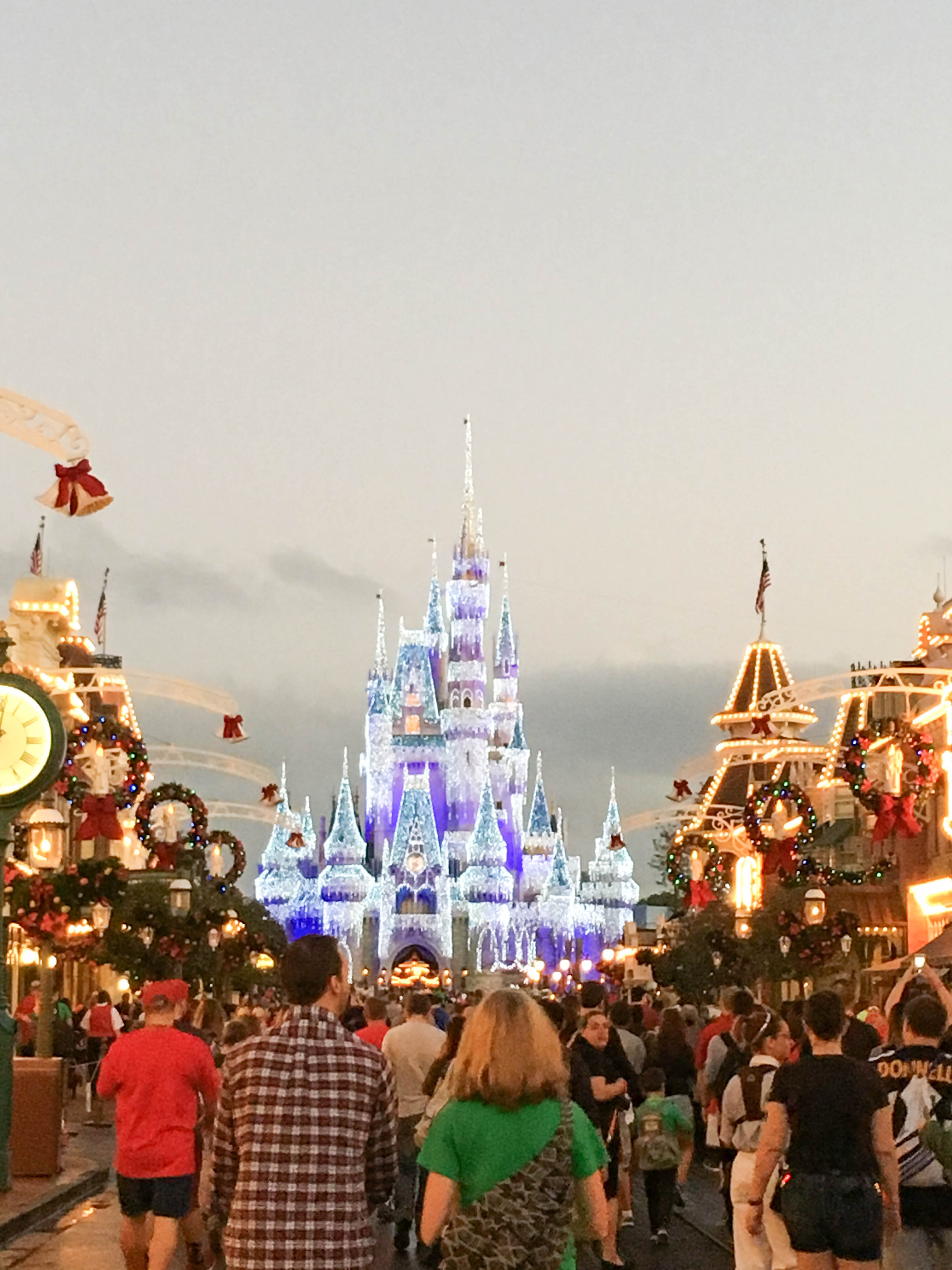 walt-disney-world-magic-kingdom-main-street-christmas-day ...